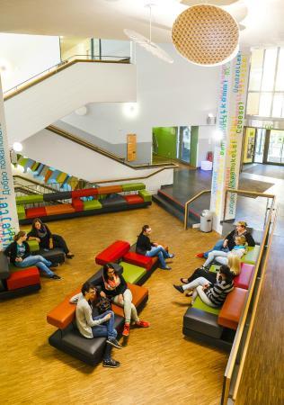 lobby picture of jugendherberge muenchen park munich tripadvisor. Black Bedroom Furniture Sets. Home Design Ideas