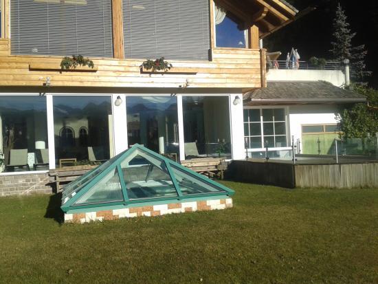schwimmbad von aussen foto di berghotel miramonti tesero tripadvisor. Black Bedroom Furniture Sets. Home Design Ideas