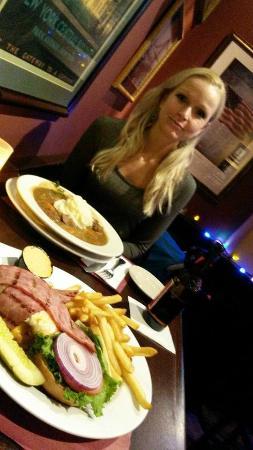 Emmett O'Lunney's Irish Pub : Big cheese /bacon hamburger and Irish beef stew with mashed potatoes! Mmmm Jummie!!
