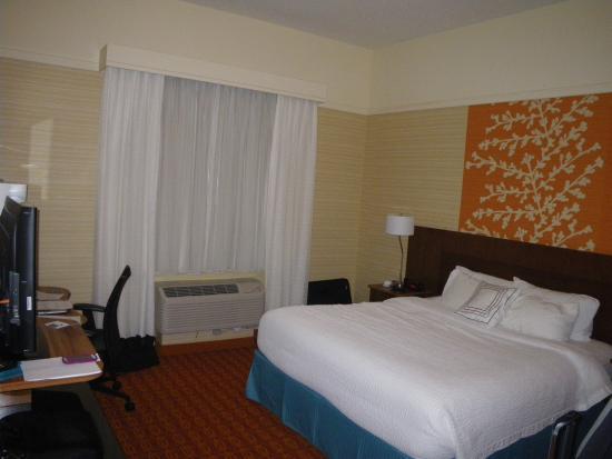 Fairfield Inn & Suites Elmira Corning : King size bed