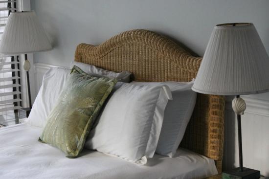 Coconut Coast Villas: Comfy Queen Bed