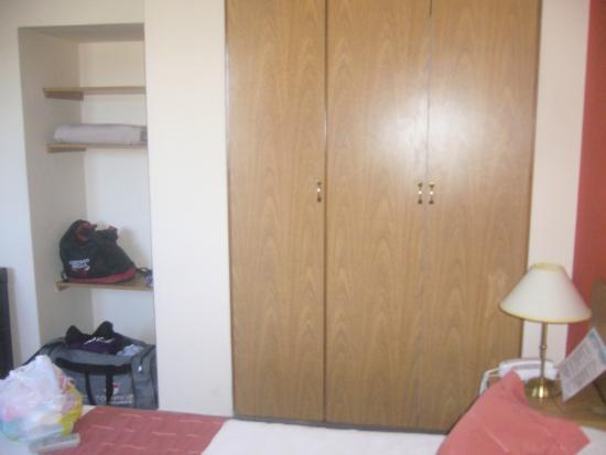 Apart Hotel Mirador de Salta: Amplio plcard con caja de seguridad