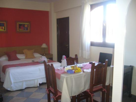 Apart Hotel Mirador de Salta: Monoambiente Vista desde la cocina