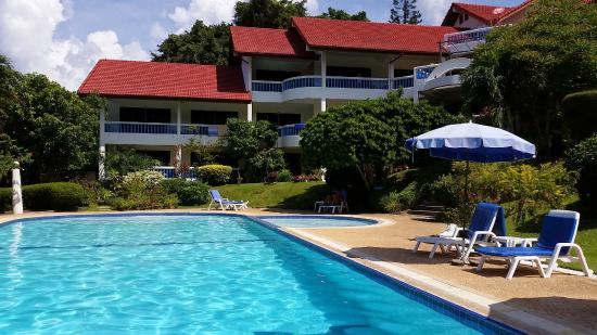 Pen Villa Hotel: Hotel and swimming pool