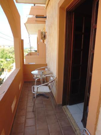 Sofia's Apartments : Balcone, vista laterale dalla camera