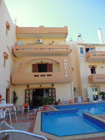 Sofia's Apartments : Hotel e piscina
