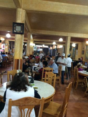 Barbacoa Santiago: El lugar es enorme y siempre hay mucha gente.