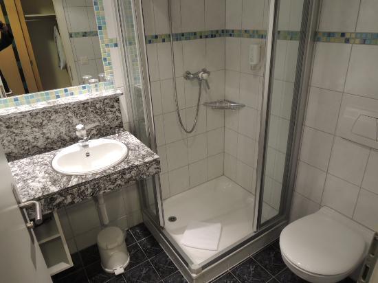 Hotel Victoria-Lauberhorn: シャワーのみ