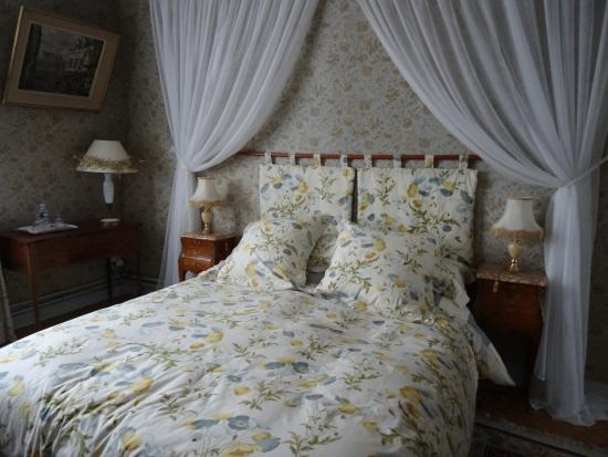 Manoir de Beauregard : Bedroom of the suite