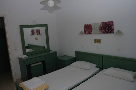 Elpis Studios and Apartments : Спальня
