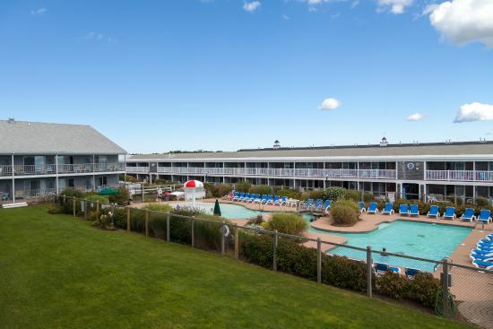 Riviera Beach Resort: Resort grounds and outdoor pool