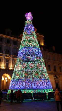 albero di natale in piazza castello - foto di piazza castello