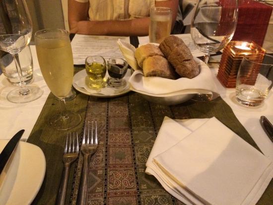 Lulu Restaurant: bread