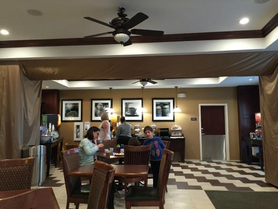Hampton Inn Kingston: complimentary breakfast