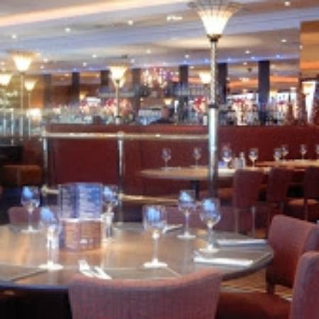 Duck Bay Hotel & Restaurant: Inside the Restaurant