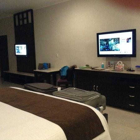 Genial El Dorado Maroma, By Karisma: 2 TVs In Master Bedroom