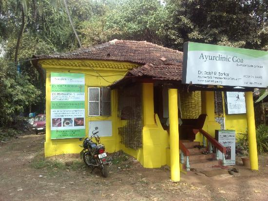 Ayur Clinic Goa: The walls are now yellow ;)