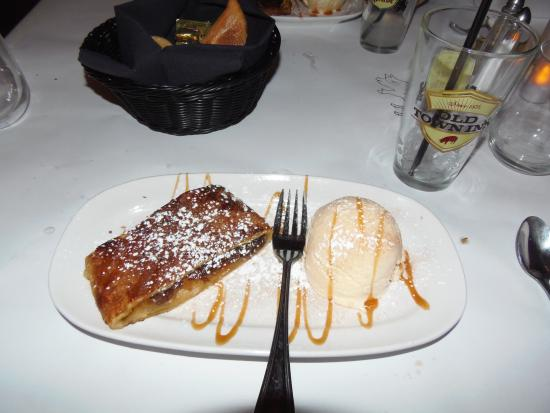 Old Town Beer Hall: Apple strudel with vanilla ice cream at Old Town Inn, Germantown, WI