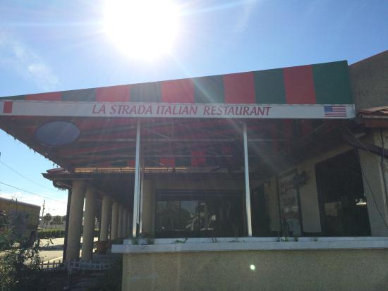 La Strada Italian Restaurant : Avoid this place unless you like bad service