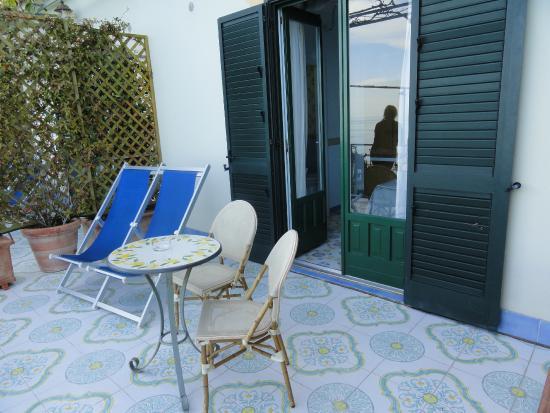 Locanda Costa d'Amalfi: mobiliario del gran balcón