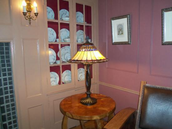 Hasbrouck House: Lounge area