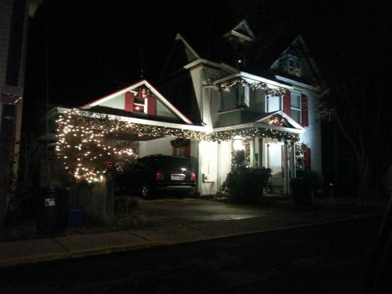 Hockman Manor House B&B: Christmas Lights Tour of Edinburg