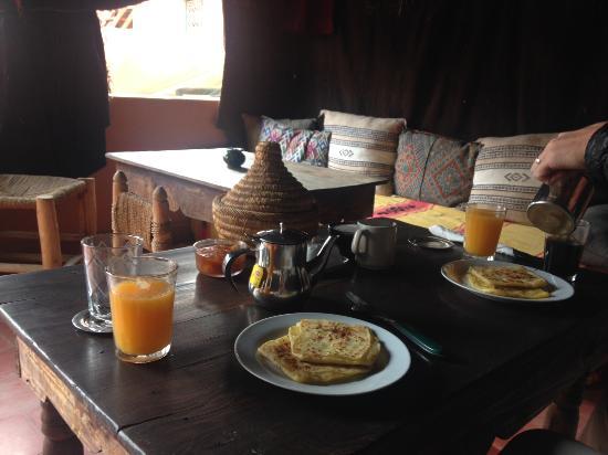 دار تشوميسا: Breakfast