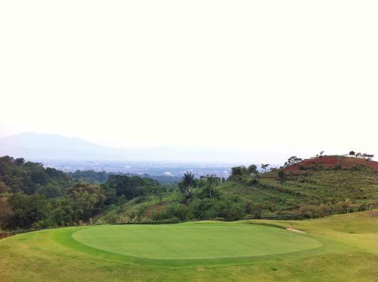 Mountain View Golf Club: Mountain View-Bird's eye view of the city