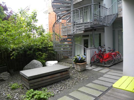 Hotel Wedina: un piccolo giardino comune tra le stanze