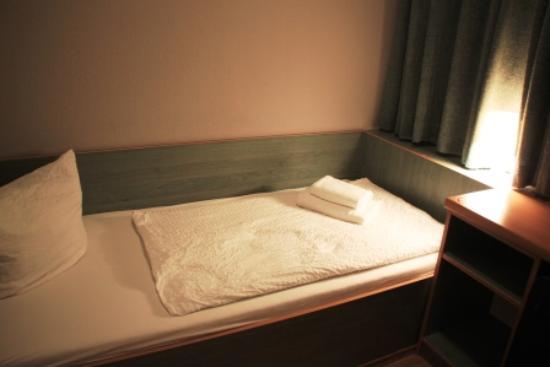 Hotel & Hostel Friedrichshain: Hotel room