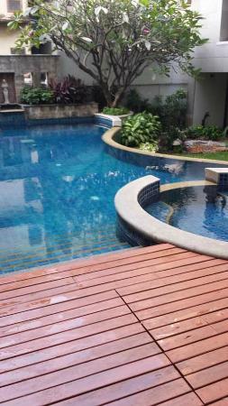 Silom Serene : Pool im Innenhof