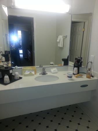 Rodeway Inn Jackson: sink area
