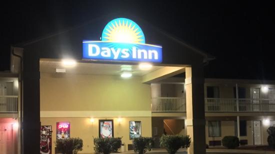 Royston, GA: Hotel & grounds