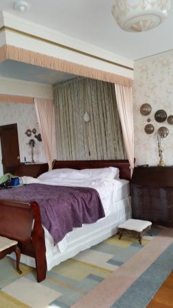 The Munroe Inn: King Bed