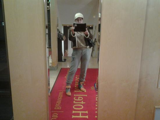 """Hotel Reither: Перед поездкой в """"термальники"""" снимаю себя в холле"""