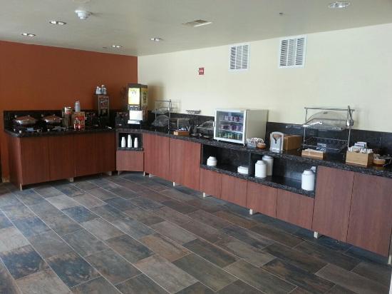 Fairfield Inn & Suites Steamboat Springs: breakfast bar