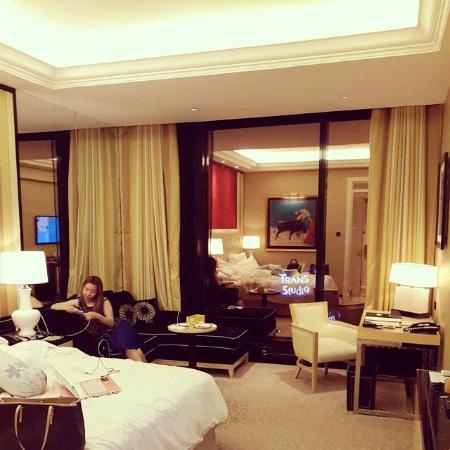 Kamar trans luxury bandung foto di the trans luxury for Dekor kamar hotel di bandung