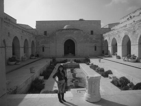 Rockefeller Archeological Museum: Interior courtyard
