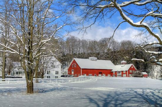 Quechee Inn At Marshland Farm: Winter time at the Inn