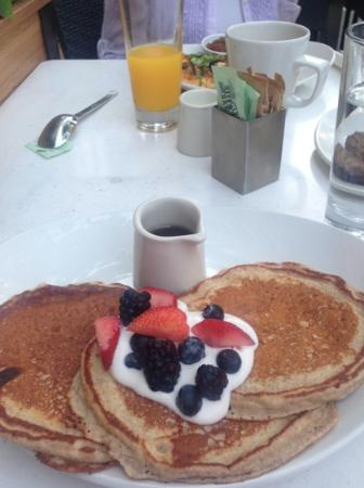 Quinoa Buttermilk Pancakes - Picture of Lyfe Kitchen, Chicago ...