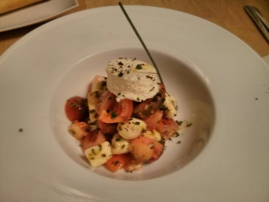 La Cacharreria: Queso, tomate y albahaca.
