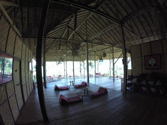 Lisu Lodge: View from room toward shared area