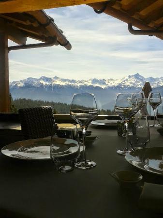 LeCrans Hotel & Spa : vue de la salle à manger