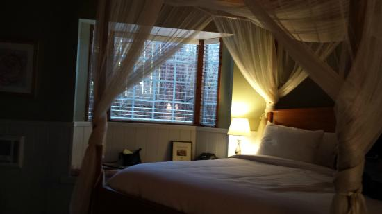 J. Patrick House Bed and Breakfast Inn: Canopy Bed -