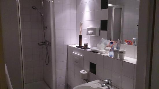 Hotel Mabi : Badezimmer im Doppelzimmer