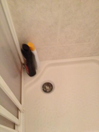 Hostal Casa Paco: Plato de ducha