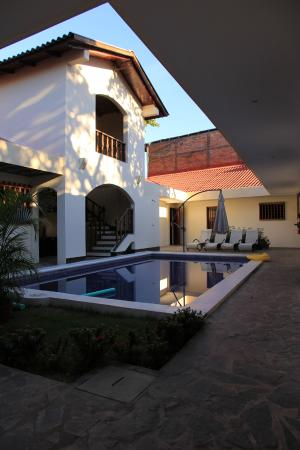 Hotel Flor de Sarta: pool and patio
