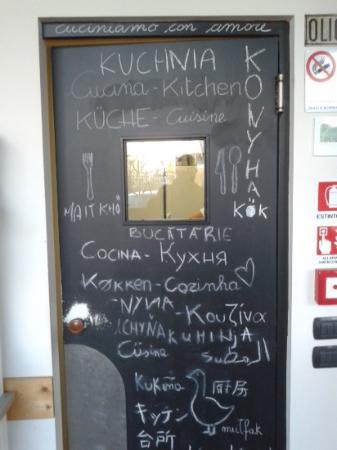 Oca Bianca Osteria: Original porta de acesso a cozinha do Ocabianca