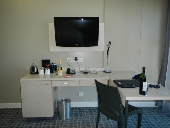 Radisson Blu Hotel, Port Elizabeth: TV/desk