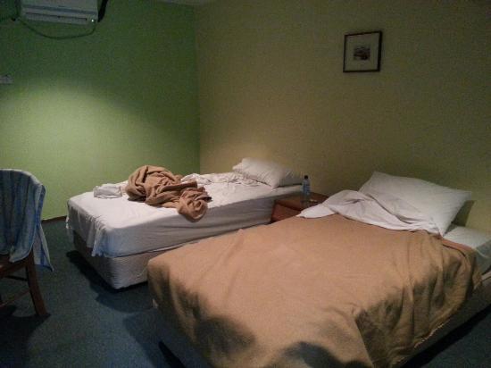 D'Coconut Resort: Standard room. Once enter the room, I feel uncomfortable